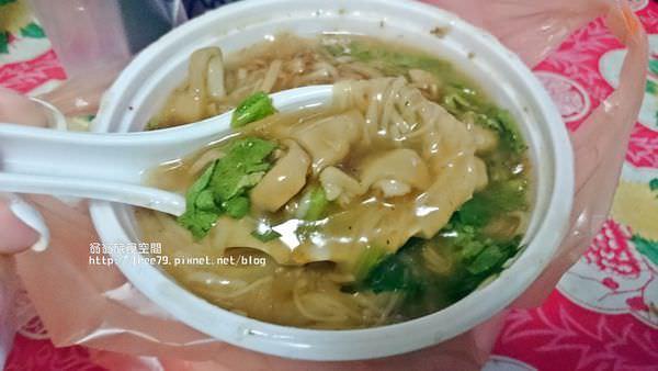 蘆洲美食好吃的粉圓冰,還有好吃的大腸麵線,大腸很有嚼勁!