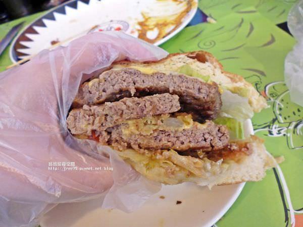 【美食-淡水區】哈雷鐵皮漢堡屋,喜歡哈雷重機的朋友可以來看看唷!