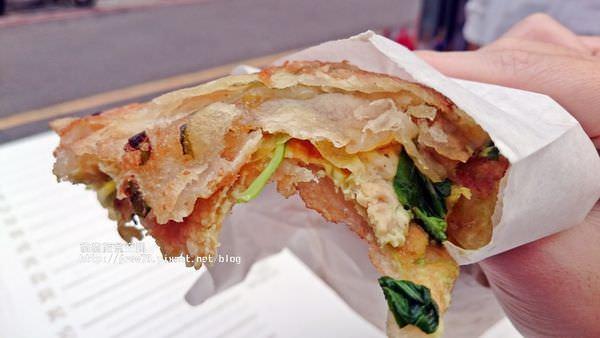 三重蔥油餅推薦 三重228公園口感酥脆蔥油餅,醬料多種任君挑選