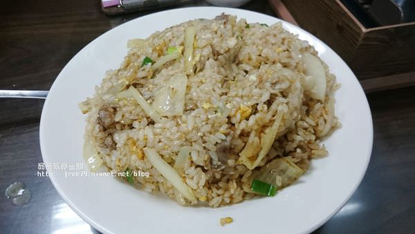 三重五華街人潮多多的炒飯,飯粒分明喔!